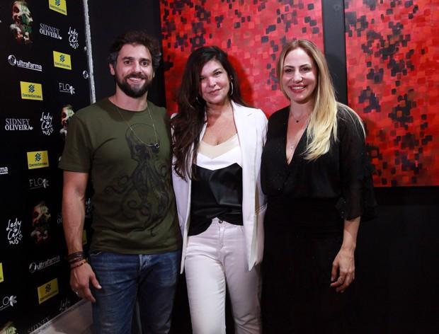 Cristiana Oliveira entre Regiane Cesnique e Danilo Sacramento (Foto: Marcos Ribas/Brazil News)