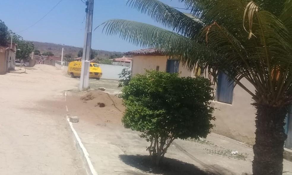 Tiros atingiram uma escola municipal e outro veículo durante tentativa de assalto a carro-forte na BA — Foto: Edivaldo Braga/Blog Braga