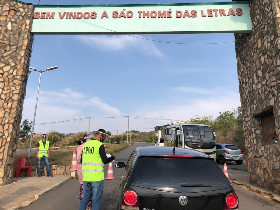 Barreira sanitária em São Tomé das Letras, ...</div></div>                                         <div class=
