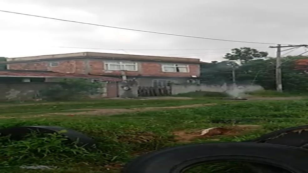 Local onde irmãos foram eletrocutados em São Gonçalo — Foto: Reprodução/Redes Sociais