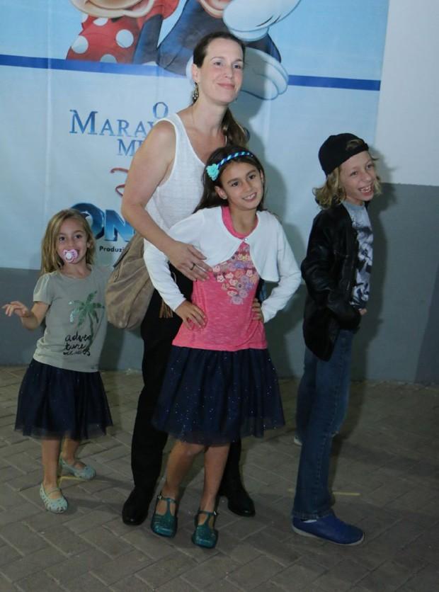 Vanessa Lóes com os filhos Gael, Pilar e Cora (Foto: Daniel Pinheiro/AgNews)