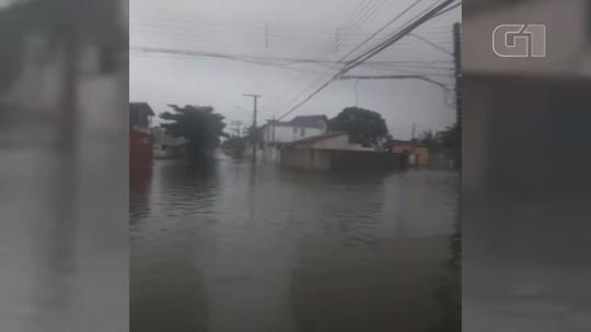 Terceiro dia de chuva causa alagamentos e deslizamentos no litoral de SP