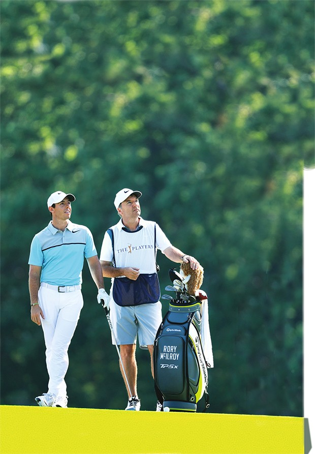 PONTE VEDRA BEACH, FL - MAY 12:  Rory McIlroy of Northern Ireland and caddie J.P. Fitzgerald stand on the 14th hole during the second round of THE PLAYERS Championship at the Stadium course at TPC Sawgrass on May 12, 2017 in Ponte Vedra Beach, Florida.  ( (Foto: Getty Images)