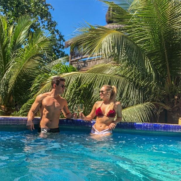 Jéssica Mueller e o namorado, Flavio Ribeiro (Foto: Reprodução / Instagram)