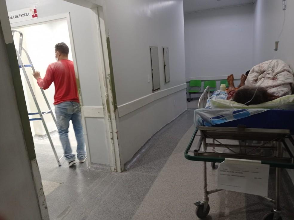 Outro transtorno é que uma das salas passava por reforma e pacientes ficaram em meio à poeira — Foto: Arquivo pessoal