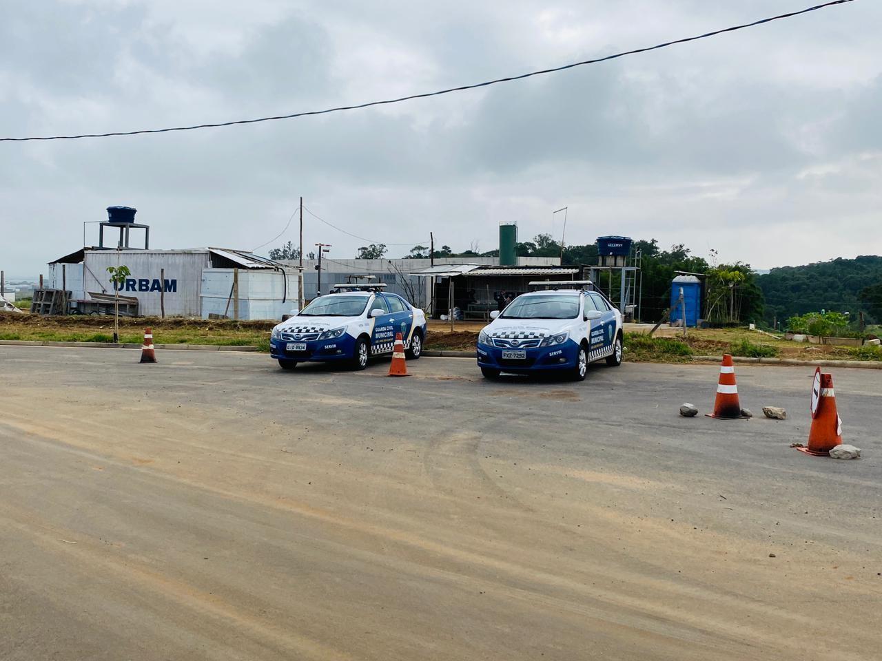 Criminosos fazem segurança refém e roubam máquinas de obras da prefeitura de São José