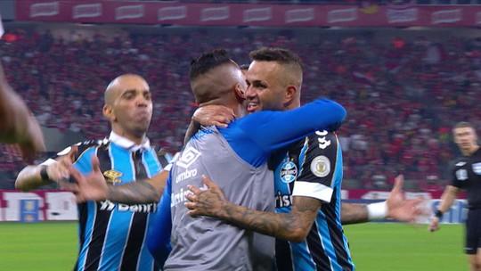 """Luan agradece ao grupo do Grêmio pela redenção no Gre-Nal: """"Eles sabem do dia a dia"""""""