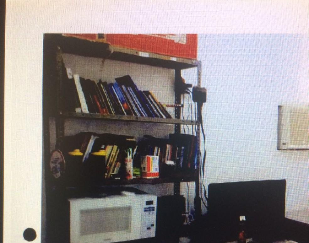 Alojamento também tem microondas, segundo vistoria realizada nos locais (Foto: Reprodução)