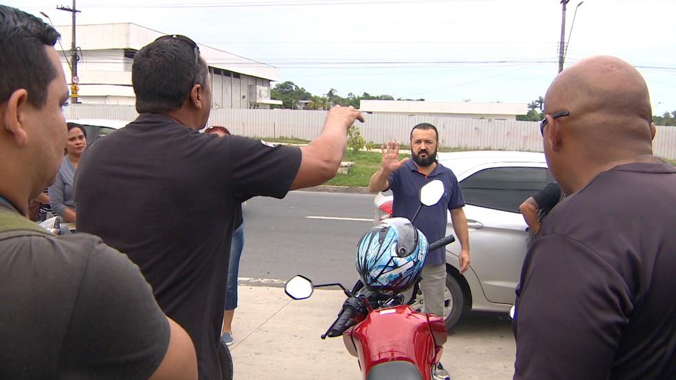 Agentes se recusam a trabalhar e confrontam motorista que levou servidores em carro adesivado da Seap — Foto: Reprodução/Rede Amazônica