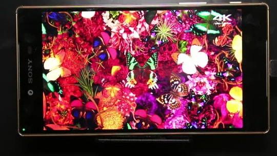 Xperia Z5 Premium chega ao Brasil e tenta bater iPhone até no preço alto