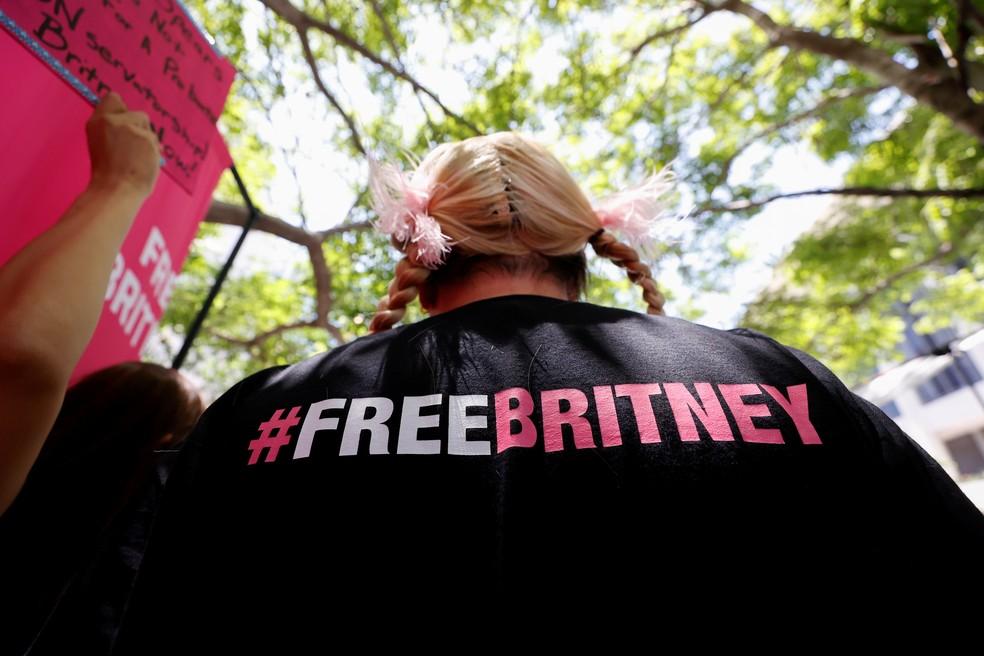 'FreeBritney': fãs se reúnem em apoio à Britney no dia que cantora fala em audiência no processo de tutela — Foto: Reuters/Mario Anzuoni