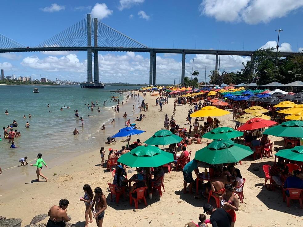 Praia da Redinha, em Natal, lotada de banhistas neste feriado de 7 de setembro, em Natal — Foto: Anna Alyne Cunha/Inter TV Cabugi
