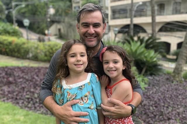 Thierry Figueira com as filhas (Foto: Arquivo pessoal)