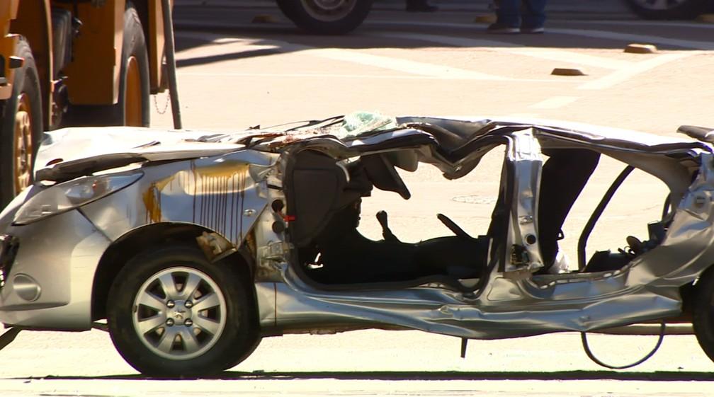 Carro onde estavam a pesquisadora e a doutoranda ficou destruído (Foto: Reprodução/EPTV)
