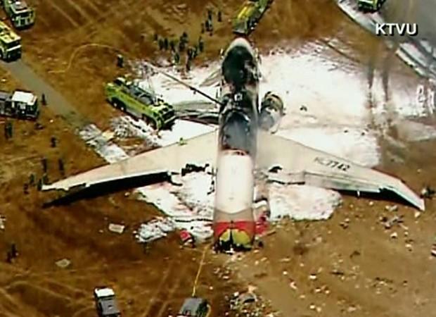 O avião perdeu parte da cauda e sofreu grandes danos, segundo a 'CNN' (Foto: Reprodução/KTVU/CNN)