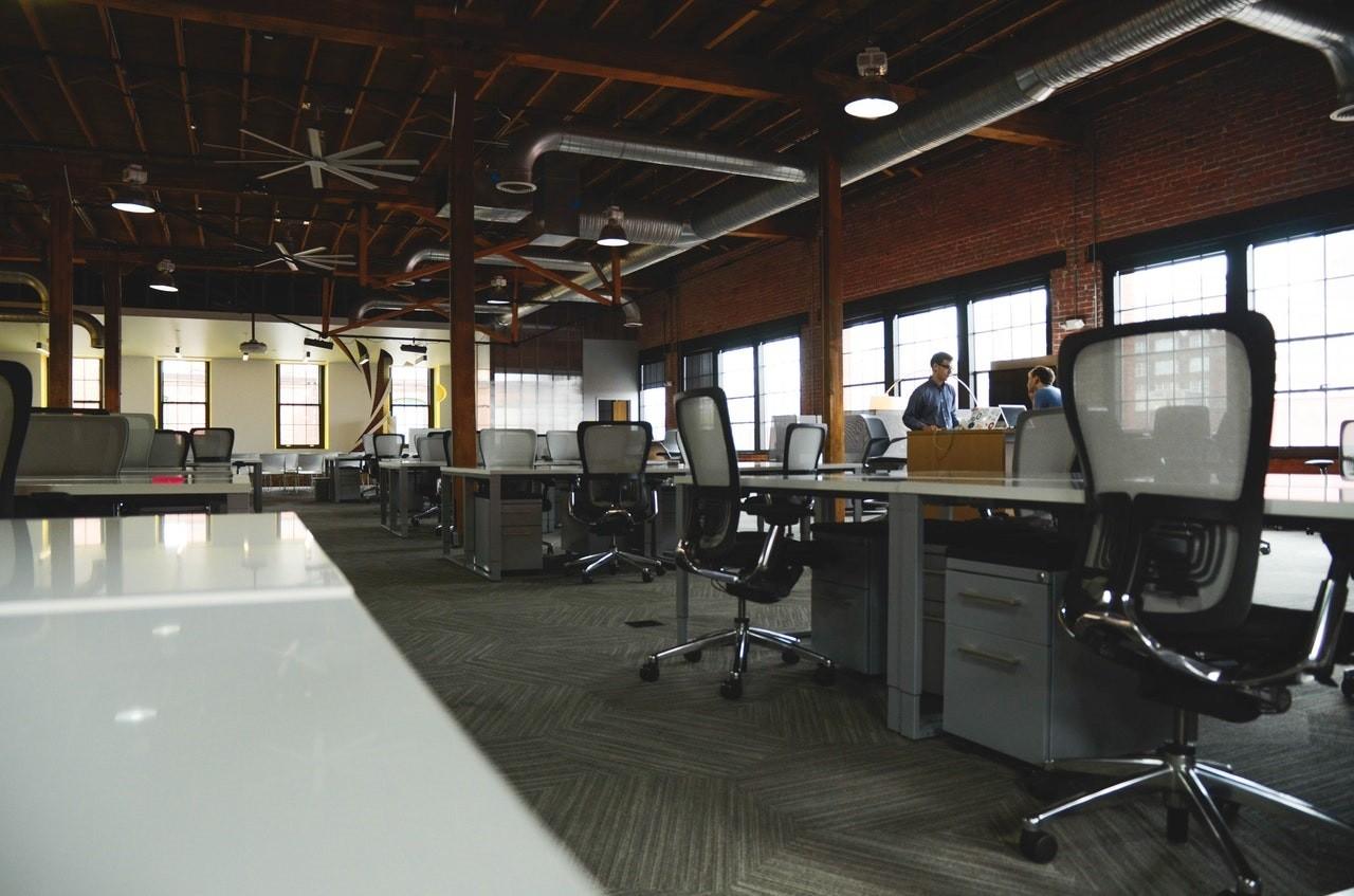 escritório - trabalho - open office - gestão (Foto: Pexels)