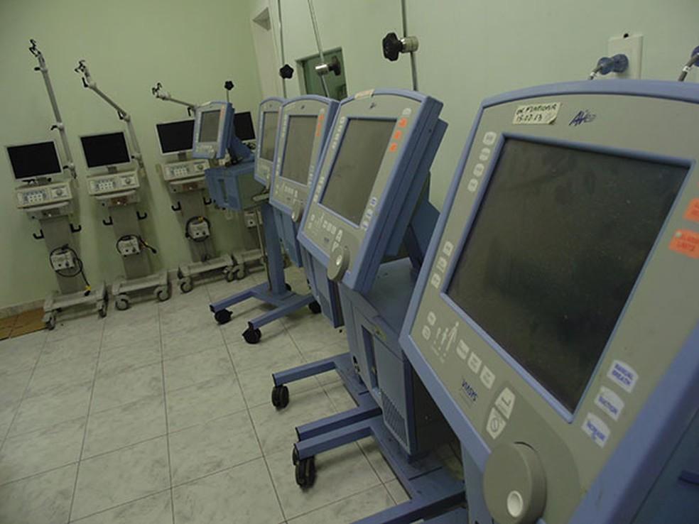 Respiradores encostados em casa de saúde de Mossoró, RN — Foto: Felipe Gibson/G1