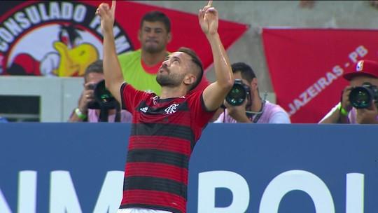 """Empurrado por seu """"Baby Guto"""", Éverton Ribeiro quer dar constância ao Flamengo"""