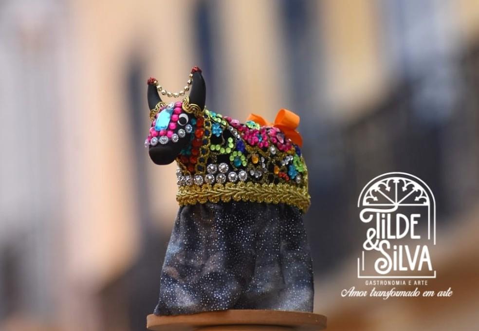 Arte e folclore: artesã homenageia Bumba Meu Boi com peças de biscuit — Foto: Novas Santos