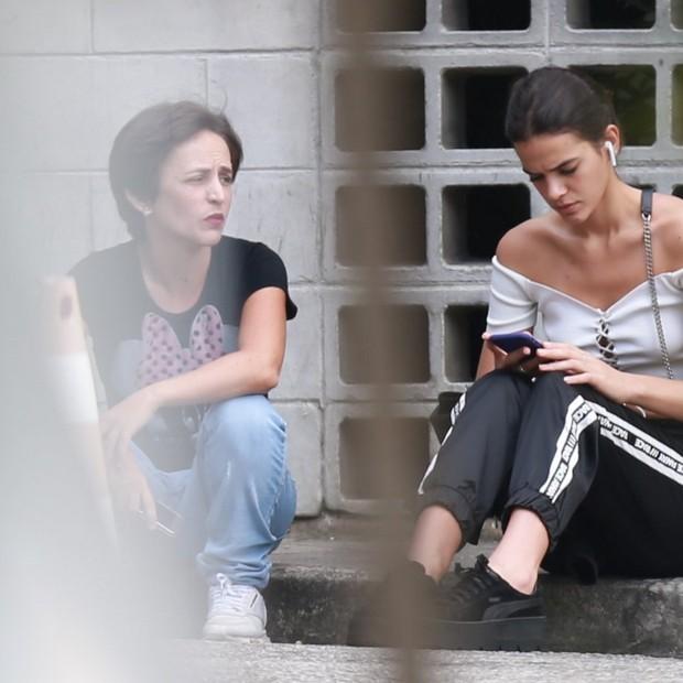 Bruna Marquezine: look confortável no Rio (Foto: AgNews)