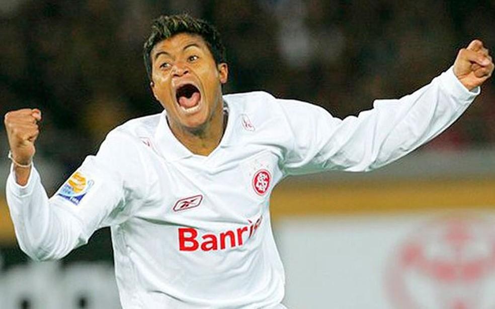 Adriano Gabiru comemora o gol do título mundial do Inter  — Foto: AP