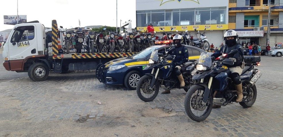 Veículos apreendidos durante operação — Foto: Polícia Rodoviária Federal/Divulgação
