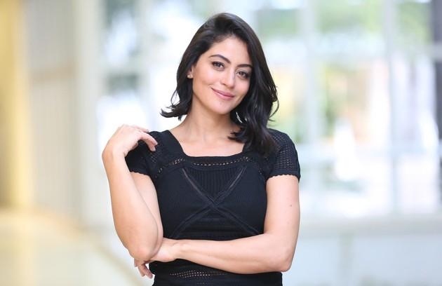 É Carol Castro, que gravou um dos episódios da série 'Baba de quiabo', no ar no Canal Brasil (Foto: Gshow)