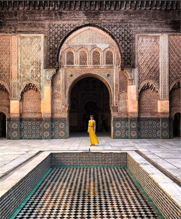Se você vai para Marrocos, provavelmente, já incluiu o Ben Youssef Masadra na sua lista de passeios. Chegue cedo para tirar fotos mais bonitas (Foto: Instagram/ Reprodução)