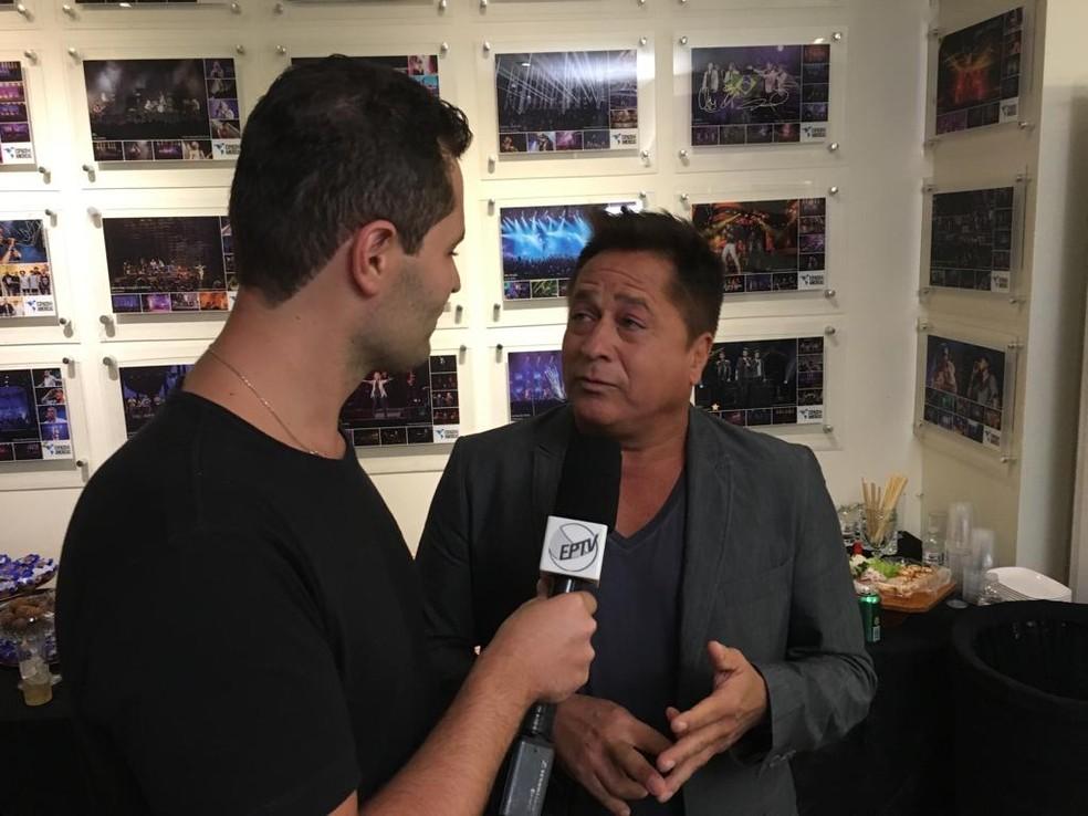Pedro se encontrou com o cantor Leonardo em seu camarim! — Foto: reprodução EPTV