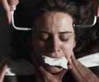 Clara (Bianca Bin) leva choque elétrico em hospício | Reprodução