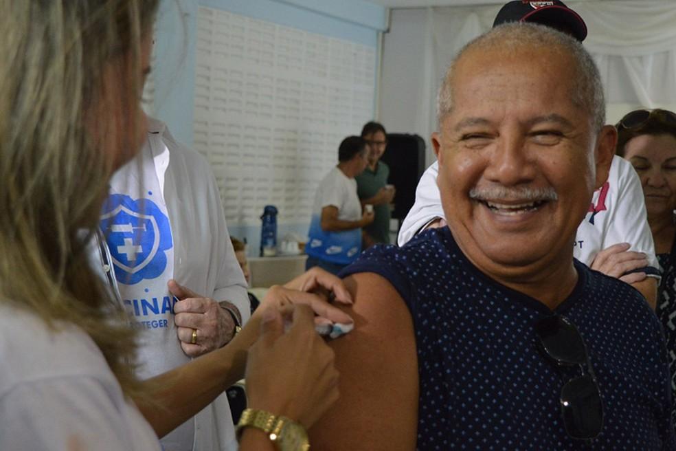 Mais de 70,5 mil idosos se imunizaram em Natal: grupo de risco que mais aderiu à campanha até agora — Foto: Joana Lima