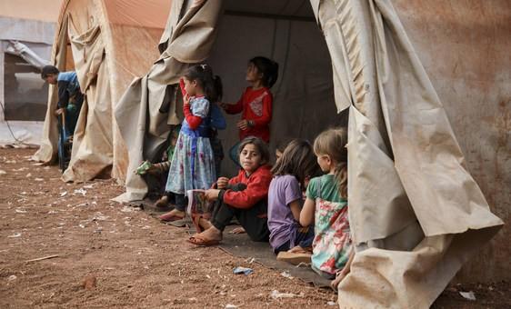 Unicef alerta que crianças que vivem em zonas de conflito em todo o mundo continuam sofrendo com a pobreza extrema