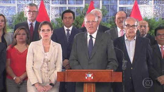 Deputados peruanos pedem saída do presidente Kuczynski por 'incapacidade moral'