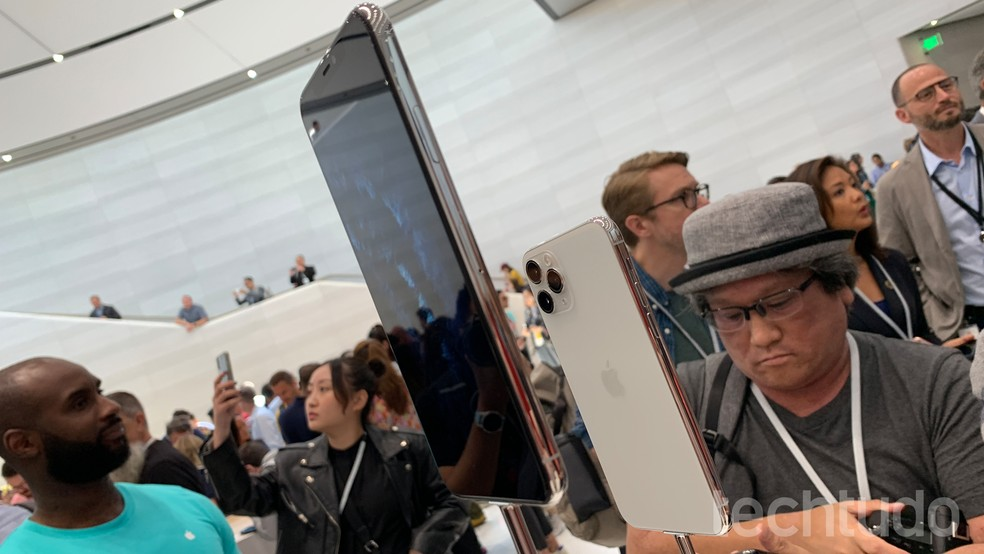 iPhone 11 Pro Max tem preço de US$ 1.099 — Foto: Thássius Veloso/TechTudo