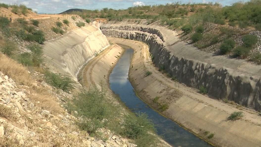 Canal da transposição está sem receber águas há quase 5 meses, em Monteiro, PB - Notícias - Plantão Diário