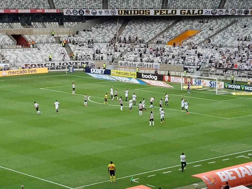 Bola rolando para Atlético-MG x Ceará — Foto: Fred Ribeiro/Tv Globo