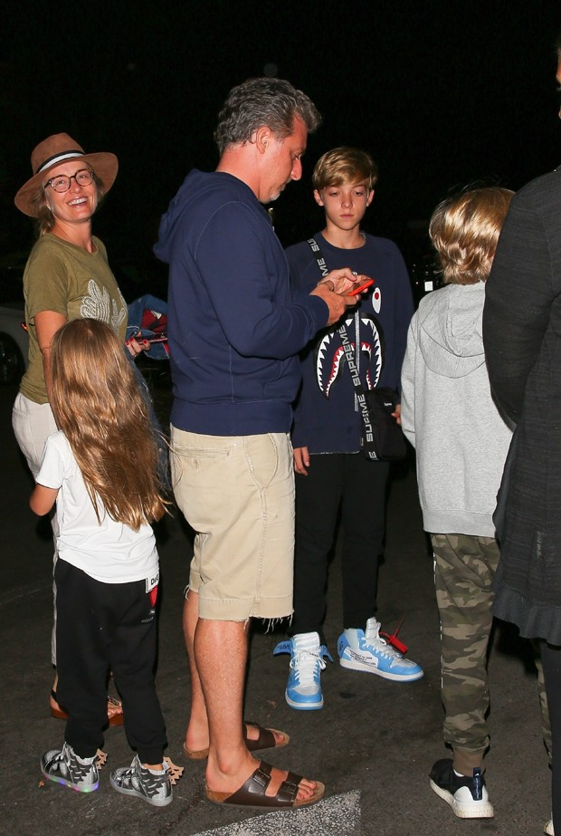 Luciano Huck e Angélica com os filhos em Los Angeles (Foto: Backgrid)