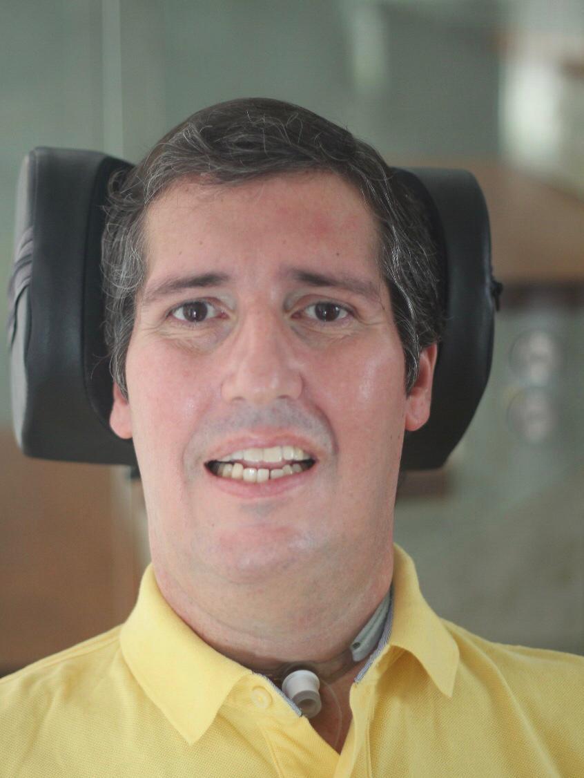 Com paralisia, morador do DF desenvolve aplicativo capaz de transformar movimento do olho em fala
