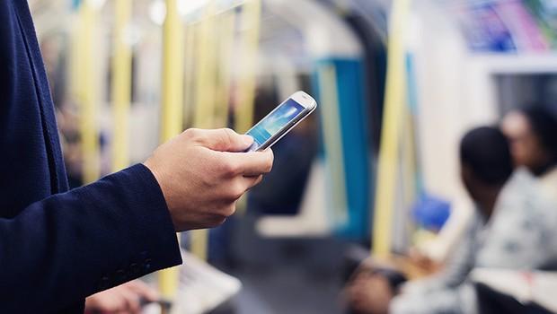 Celular ; uberização ; serviços pela internet ; internet móvel ; mobile ; conectividade (Foto: Shutterstock)