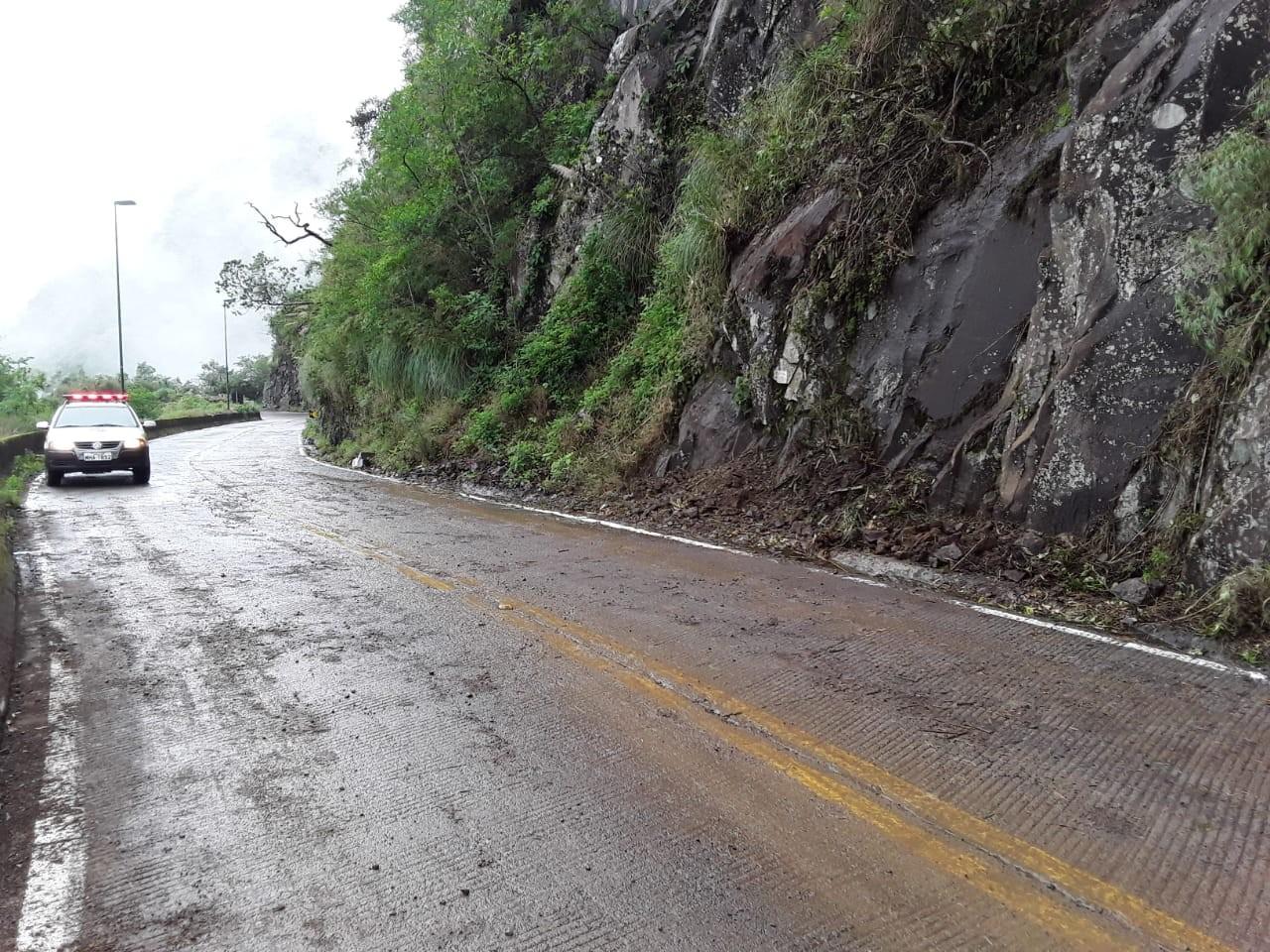 Trânsito na Serra do Rio do Rastro é liberado após deslizamento - Notícias - Plantão Diário