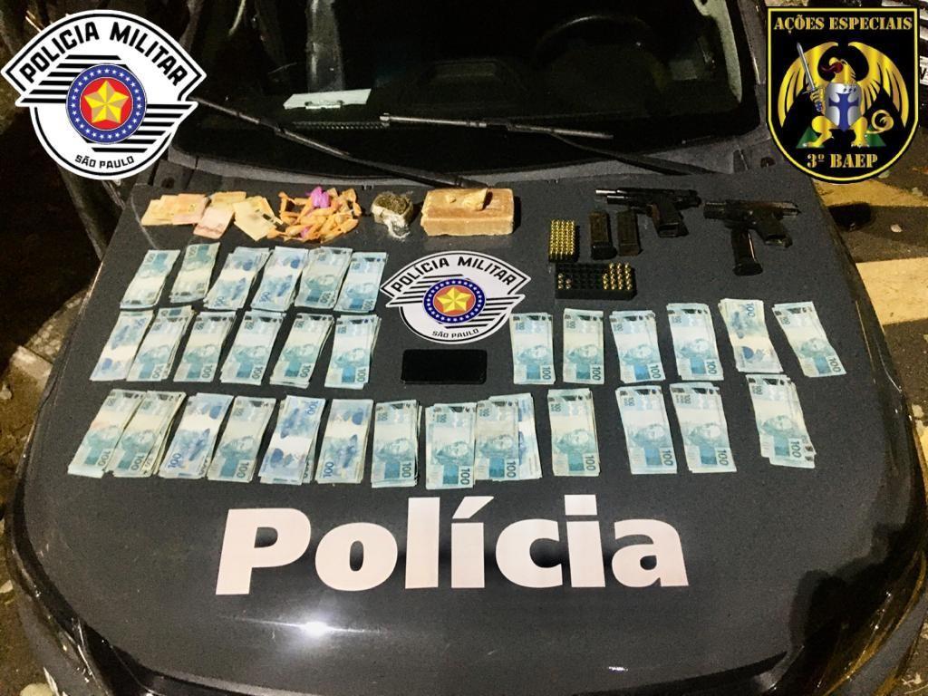 Homem é preso com drogas, armas e mais de R$ 30 mil em Taubaté