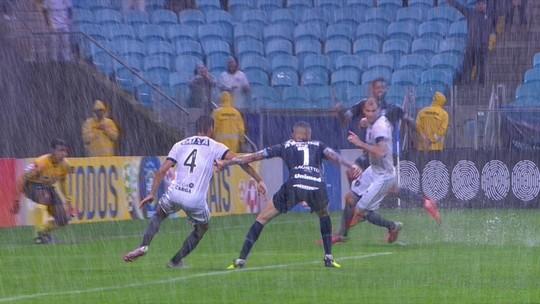 Jael protagoniza jogadas de efeito, define gol após 26 passes e esbanja boa relação com Renato