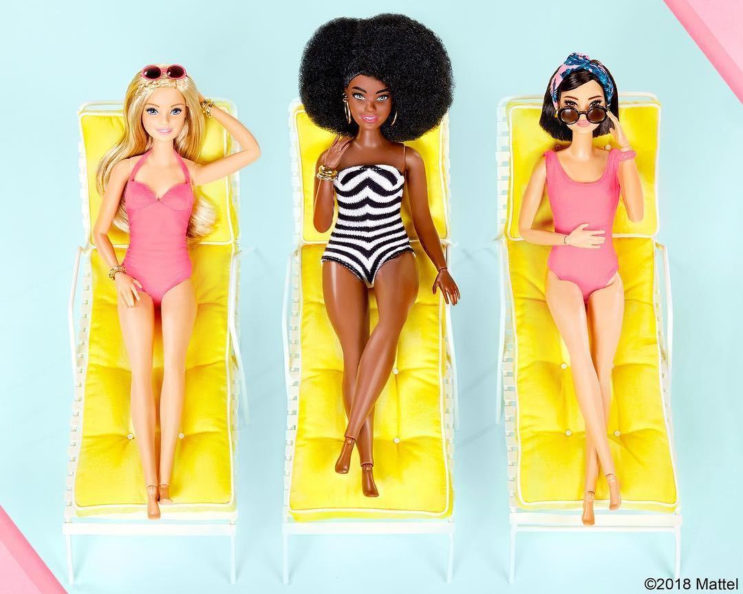 Nova tendência é posar no Instagram com os pés como o da boneca Barbie (Foto: Reprodução / Instagram)