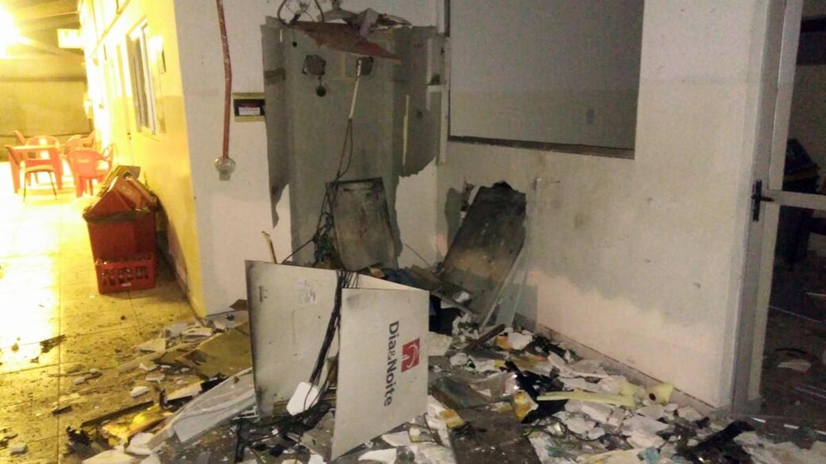 Quadrilha explode caixa eletrônico em fábrica de refrigerantes em João Pessoa