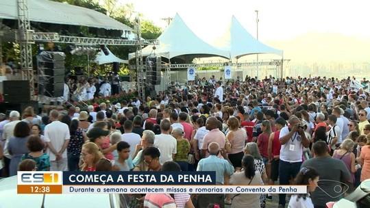 Festa da Penha começa com campinho Convento da Penha lotado no ES
