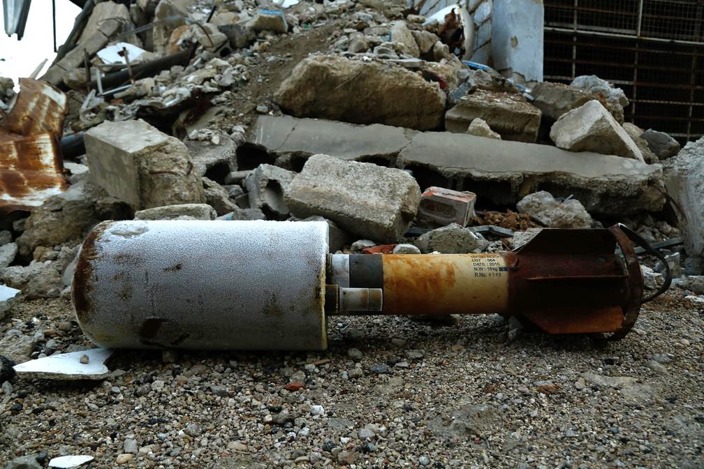 Foquete disparado nesta segunda-feira (22) em Guta Oriental, nos arredores de Damasco (Foto: Hasan Mohamed/AFP)