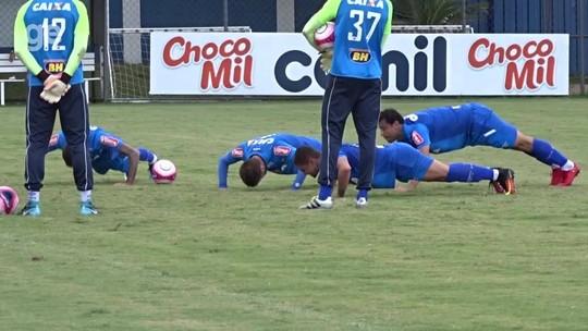Dedé e Raniel fazem trabalho com o grupo, e Thiago Neves e Robinho voltam a treinar