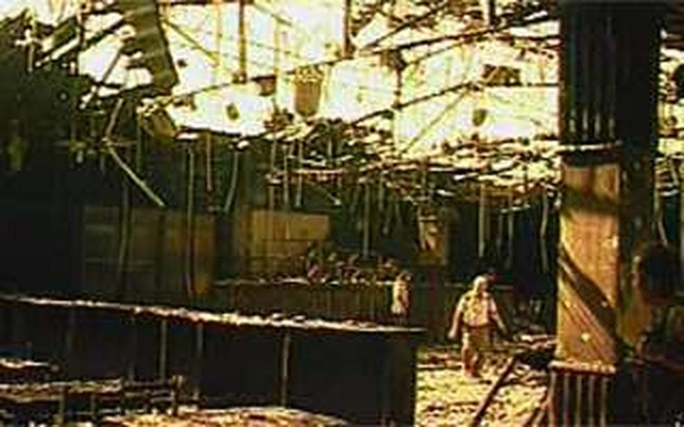 Imagem da casa de show 'Canecão Mineiro' depois do incêndio de 2001 (Foto: Reprodução/TV Globo)