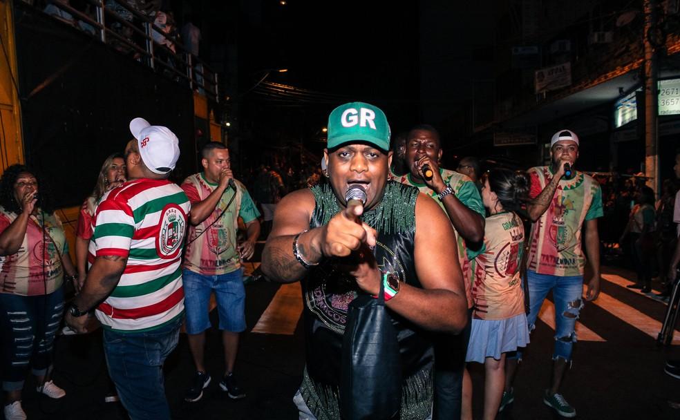 O intérprete Evandro Malandro vai embalar o ensaio de rua da Grande Rio, no Centro de Caxias, neste domingo — Foto: Divulgação