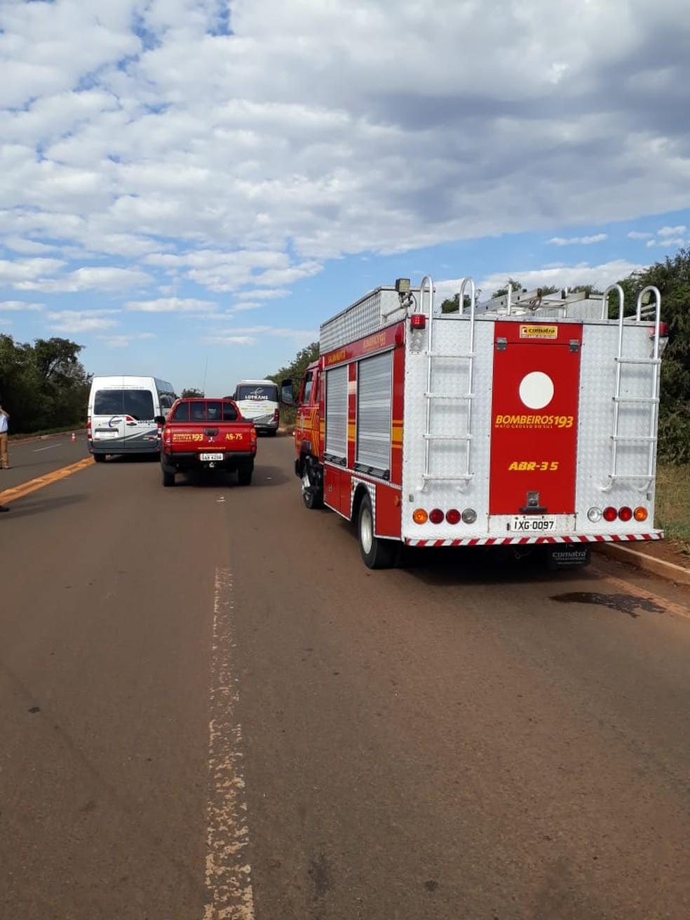Uma passageira ficou em estado grave após colisão de ônibus com caminhão, em Três Lagoas (MS). — Foto: Divulgação/Corpo de Bombeiros